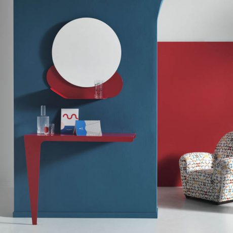 NUVOLA wall mirror and LAMA console