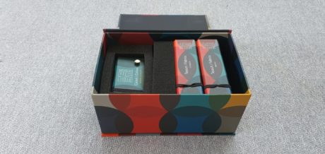 Samples box: fabrics and color chips