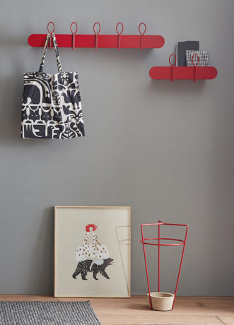 Red Passion: shelves and coat hangers Balloon